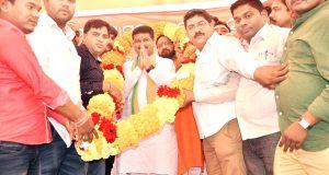 dhamendra-rally-at-airport-1