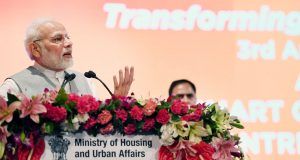 """The Prime Minister, Shri Narendra Modi addressing the gathering during the event """"Transforming Urban Landscape: Third Anniversary of Pradhan Mantri Awas Yojana (Urban), Atal Mission for Rejuvenation of Urban Transformation (AMRUT) and the Smart Cities Mission"""", in Lucknow, Uttar Pradesh on July 28, 2018."""