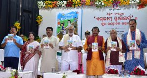 Unveiling-of-Odia-Edition-of-Exam-Warriors-written-by-Shri-Narendra-Modi-1 (1)