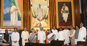 The Speaker, Lok Sabha, Smt. Sumitra Mahajan, the former Prime Minister, Dr. Manmohan Singh, the Minister of State for Parliamentary Affairs and Statistics & Programme Implementation, Shri Vijay Goel and other dignitaries paid homage to the former Prime Minister, late Shri Rajiv Gandhi, on his 74th birth anniversary, at Parliament House, in New Delhi on August 20, 2018.