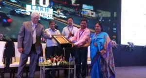 Bhubaneswar-Team-receiving-the-Award