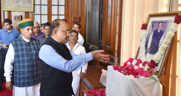 The Minister of State for Parliamentary Affairs and Statistics & Programme Implementation, Shri Vijay Goel paying floral tributes at the portrait of Late Union Minister, Shri Ananth Kumar, at the Condolence Meeting, at Parliament House, in New Delhi on November 12, 2018.  The Minister of State for Parliamentary Affairs, Water Resources, River Development and Ganga Rejuvenation, Shri Arjun Ram Meghwal is also seen.