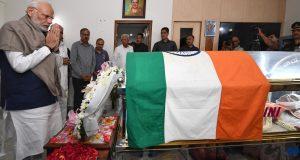 The Prime Minister, Shri Narendra Modi paying his last respects to Union Minister, Shri Ananth Kumar, in Bengaluru on November 12, 2018.