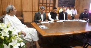 Chief Minister Shri Naveen Patnaik reviewing on Aahara Yojana at Secretariat. @CMO_Odisha @Naveen_Odisha