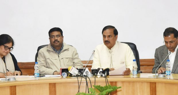 The Union Minister for Petroleum & Natural Gas and Skill Development & Entrepreneurship, Shri Dharmendra Pradhan and the Minister of State for Culture (I/C) and Environment, Forest & Climate Change, Dr. Mahesh Sharma at a Joint Press Conference on Prime Minister's Odisha Visit, in New Delhi on December 20, 2018. 	The Secretary, Ministry of Culture, Shri Arun Goel and the DG, Archaeological Survey of India (ASI), Ms. Usha Sharma are also seen.