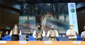 The Union Minister for Environment, Forest & Climate Change, Information & Broadcasting and Heavy Industries and Public Enterprise, Shri Prakash Javadekar releasing the report of Tiger Census, on the occasion of the Global Tiger Day, in New Delhi on July 28, 2020. The Minister of State for Environment, Forest and Climate Change, Shri Babul Supriyo, the Principal Director General (M&C), Press Information Bureau, Shri K.S. Dhatwalia and other dignitaries are also seen.