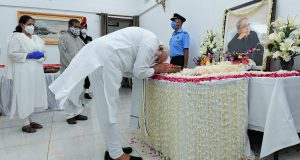 The Prime Minister, Shri Narendra Modi paying last respects to the former President of India, Shri Pranab Mukherjee at his residence 10, Rajaji Marg, in New Delhi on September 01, 2020.