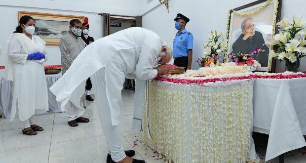 The Prime Minister, Shri Narendra Modi paying last respects to the former President of India, Shri Pranab Mukherjee at his residence 10, Rajaji Marg, in New Delhi on September 01, 2020.