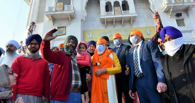 The Prime Minister, Shri Narendra Modi visits Gurdwara Rakabganj Sahib on the occasion of the 400th Prakash Parv of Guru Teg Bahadur, in New Delhi on December 20, 2020.