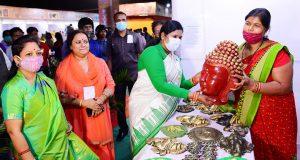 Gandhi-Shilp-Bazar_pg3-1